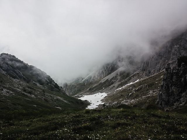 mountains-983892_640